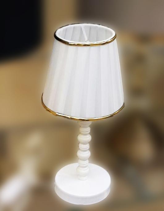 آباژور رومیزی سفید